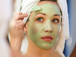Guides on How To Apply Face Mask Correctly