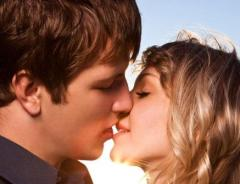 how to kiss a girl the right way