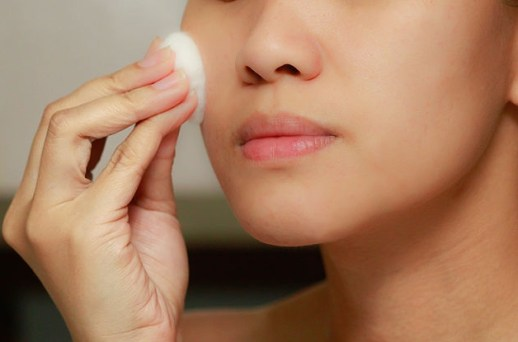 5 Beauty Hacks You Can Do With Face Cleansing Wipes