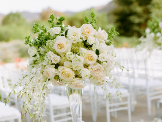 choosing wedding flowers