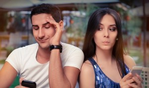 6 Possible Signs that Makes You Distrust your Partner