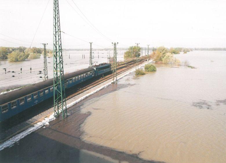 2000 tiszai árvíz tiszafüred kötivizig