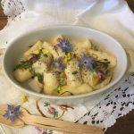 Gnocchi di ricotta ai fiori dell'orto e semi di papavero