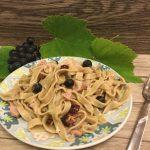 Fettuccine di uva Clinto con burro alle nocciole e speck