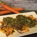 Tortine di robiola e foglie di carota su chips di carota al sesamo