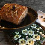 Pancia di maiale al forno con anice stellato, cannella e rosmarino