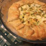 Torta salata integrale ai porri, zucchine e taleggio