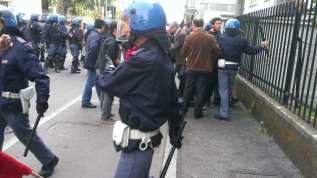 250402014 tensioni in piazza 25 aprile saronno (3)