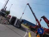 11052015 camion ribaltato origgio (16)