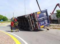 11052015 camion ribaltato origgio (32)