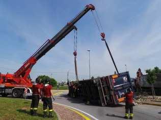 11052015 camion ribaltato origgio (34)