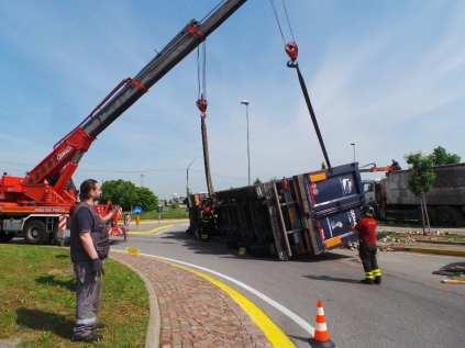 11052015 camion ribaltato origgio (36)