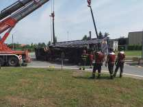 11052015 camion ribaltato origgio (37)