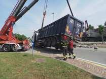 11052015 camion ribaltato origgio (41)