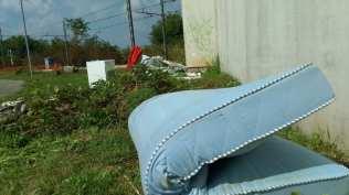 2015-08-25 discarica gerenzano via monte grappa