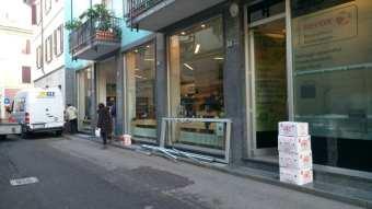20180110 spaccata apple store saronno (2)