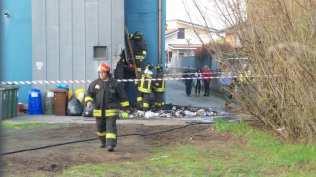 20180406 incendio rifiuti vigili del fuoco (2)