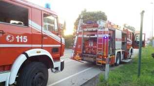 20180406 incendio rifiuti vigili del fuoco (7)