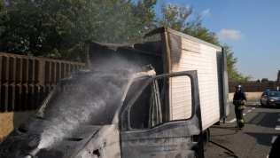 20181012 incendio furgone autostrada (3)