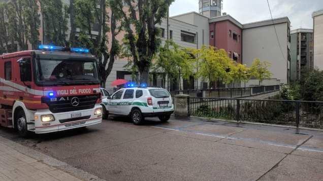 20190517 pompieri, polizia locale ambulanza via roma vigili del fuoco (3)