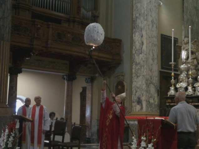 20190630 monsignor Erminio De Scalzi Incendio pallone3