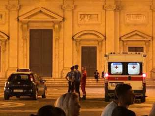 20190823 ambulanza carabinieri piazza libertà (1)