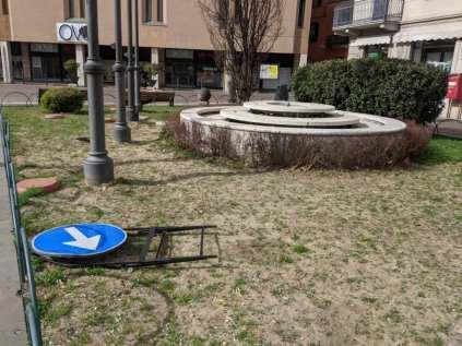 2020-02-26 vento forte in piazza libertà (1)