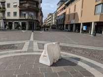 2020-02-26 vento forte in piazza libertà (3)