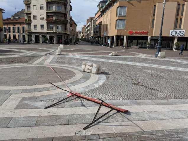 2020-02-26 vento forte in piazza libertà (4)