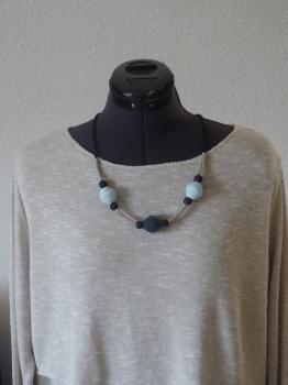 Jumbo-Perlen, Holzperlen, Metallröhrchen auf Kautschukband