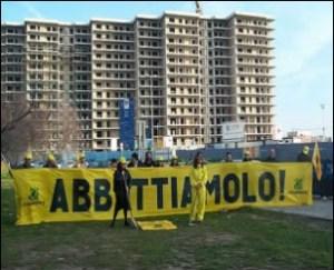 foto x abusi edilizi ed ecomostri in Italia