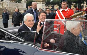 Mattarella riceve onori militari al Quirinale