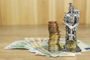 unione-europea-di-difesa-protezione-della-moneta-comune-il-pericolo-per-euro-valuta-il-cavaliere-impedisce-le-euro-monete-55916283