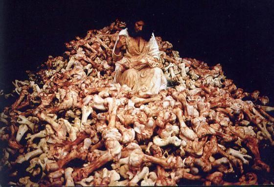 Marina, Balkan Baroque, 1997, Biennale di Venezia.