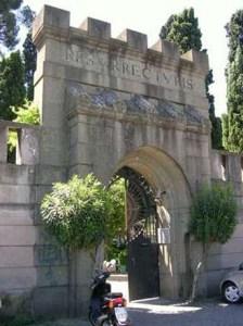 Vedere a Testaccio Cimitero acattolico Roma