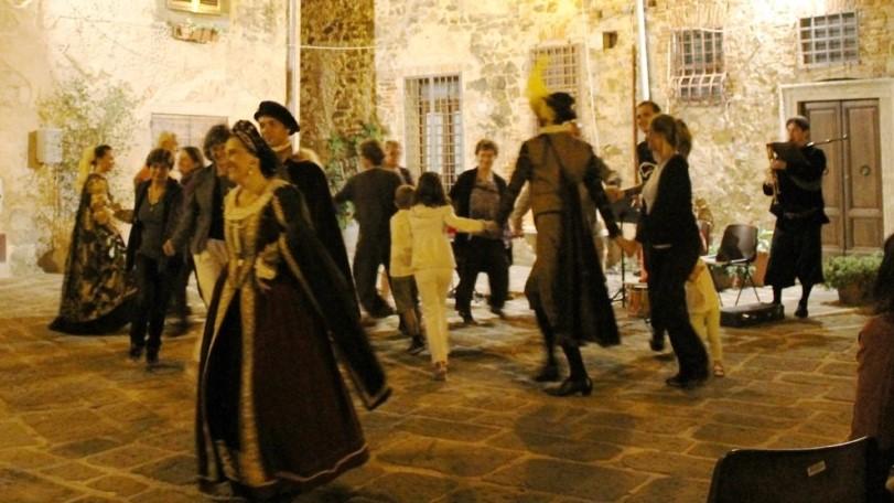 Al Macro Asilo danze storiche per tutti con l'AND