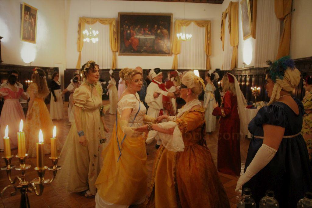 Masquerade della XII Notte e danze Regency per Jane Austen: le foto