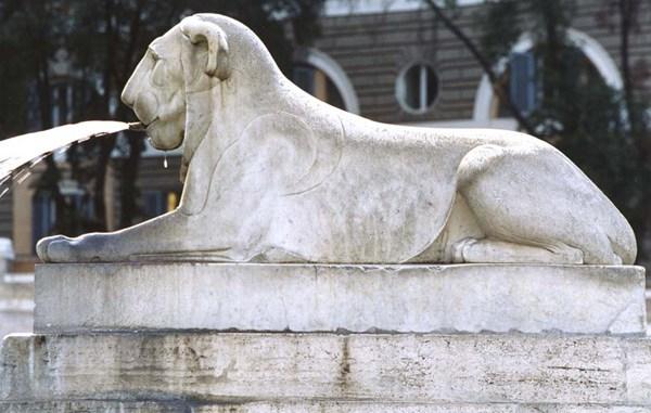 Piazza Monterotondo leoni