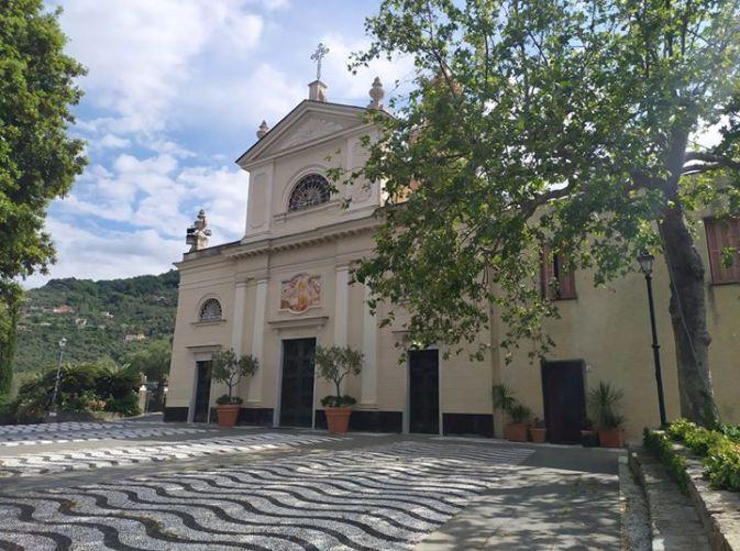 Sant'Ambrogio di Zoagli, piazzale della Chiesa