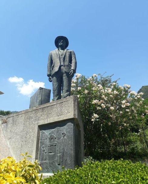 Favale di Malvaro, statua emigrante