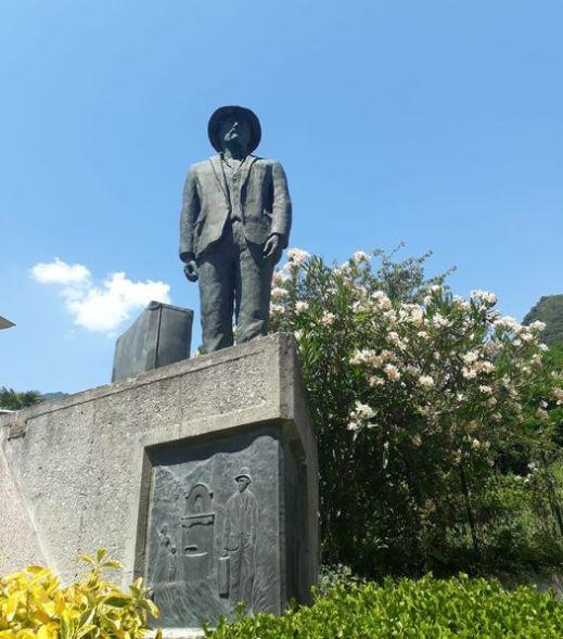Favale di Malvaro, monumento del migrante