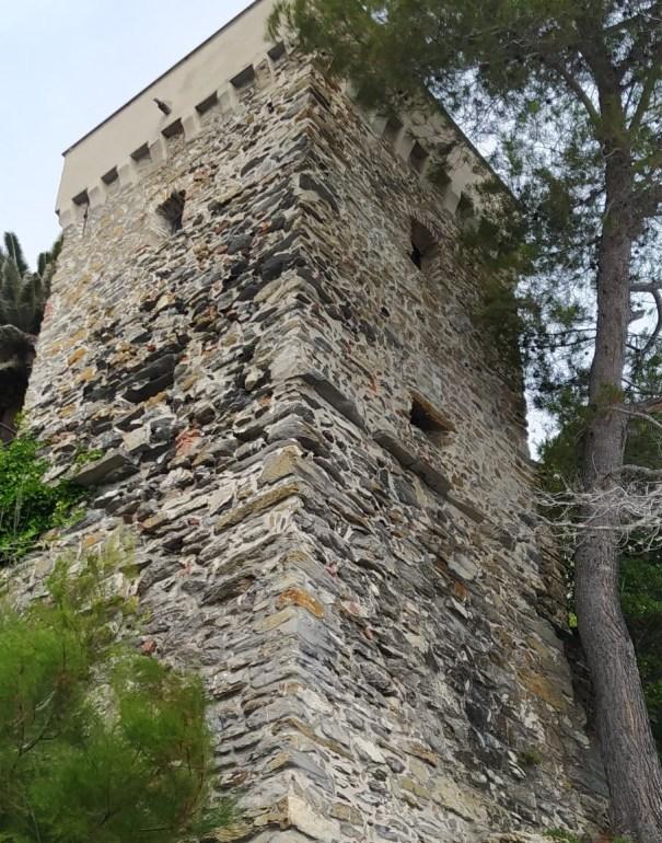 Zoagli, Torre Saracena, lungomare Canevaro