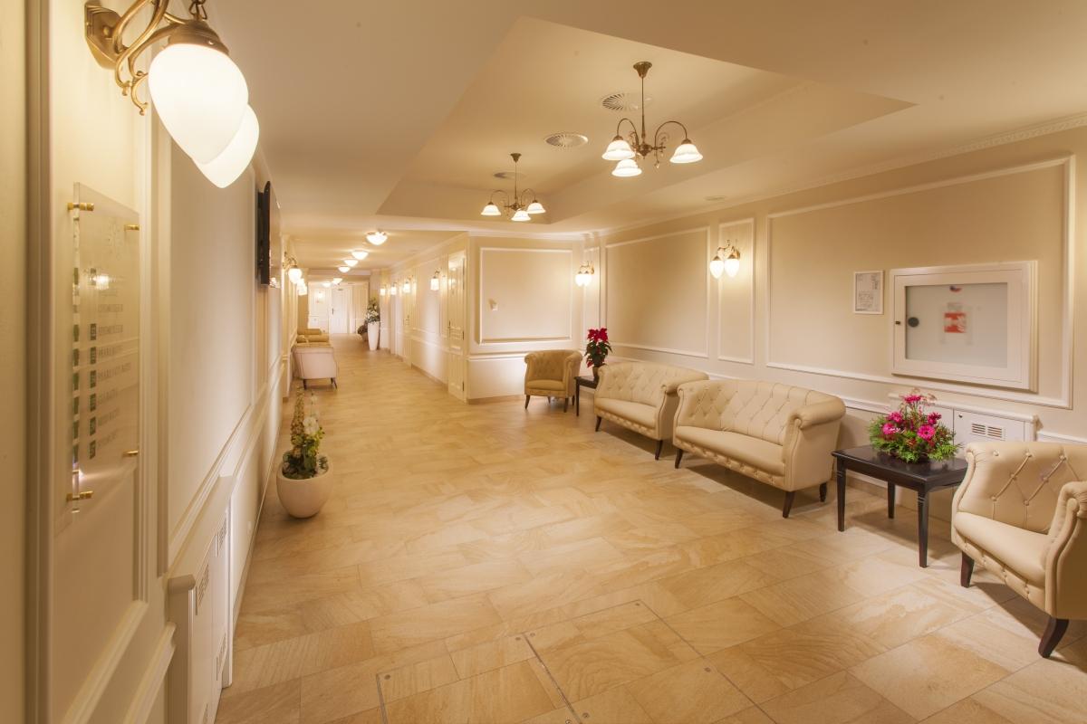 B1_Spa Cnter Hera-main corridor (kopie)