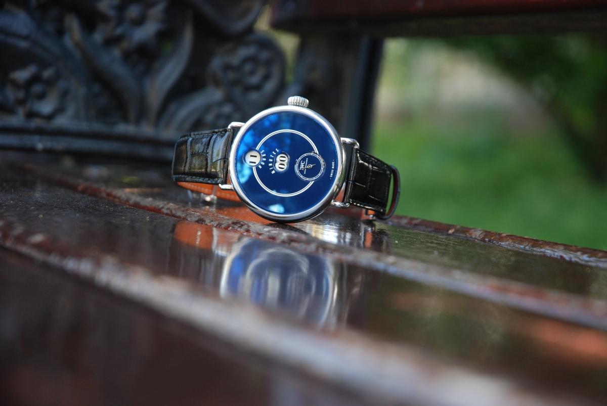 K oslavám svých 150. narozenin odhalilo IWC hodinky klanící se prvním pokusům digitálního zobrazení času.