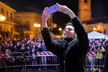 Gianluca taking a selfie in Montpagano with the hometown crowd behind him