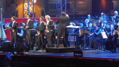 Placido Domingo singing with IL VOLO on the Firenze stage
