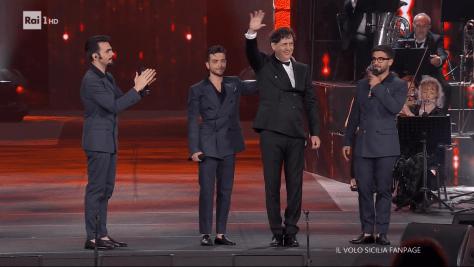 IL VOLO with Maestro Andrea Morricone waving