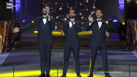 Left to right: Ignazio, Piero and Gianluca singing on the arena stage