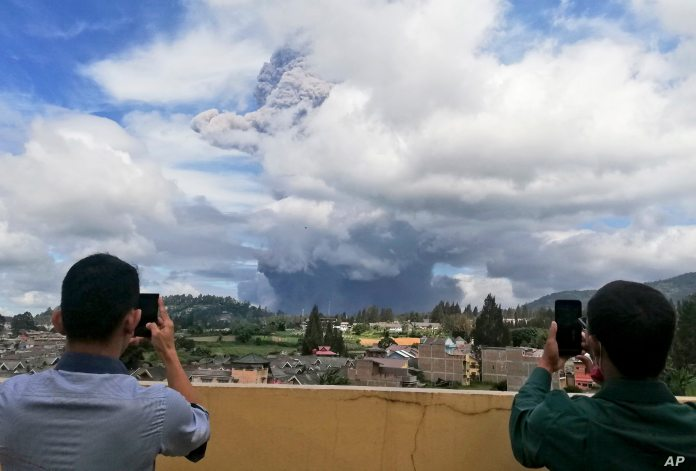 Indonesia S Mount Sinabung Erupts For 2nd Time In 3 Days Voice Of America English