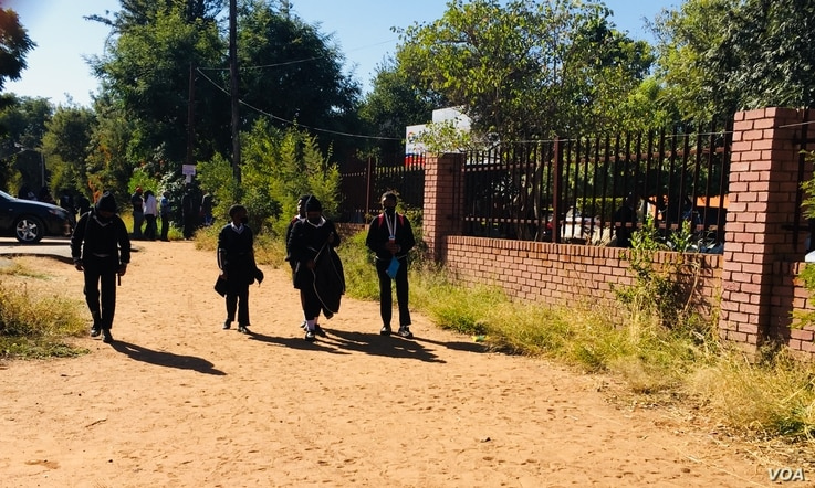 Students walk near a school as classes are cancelled in response to a surge of new COVID-19 cases, in Gaborone, Botswana. (Mqondisi Dube/VOA)